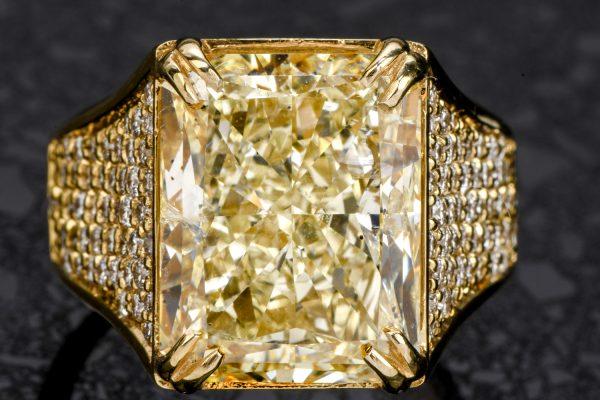 Estate 15.07 Carats Natural Fancy yellow Radiant Diamond 18K Gold Ring