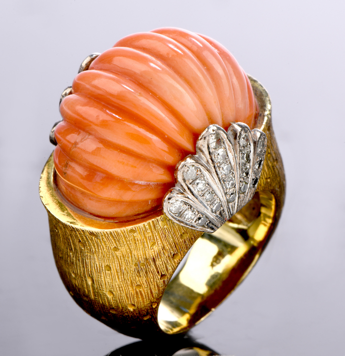 Vintage Retro Diamond Carved Coral 18K Gold Shell Cocktail Ring