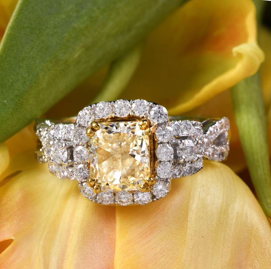 Halo Fancy Yellow 3.13cts Diamond 18K Gold Engagement Ring