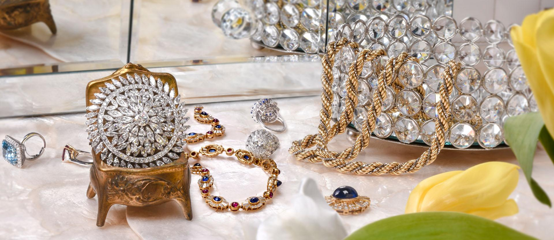 How to Combine Your Vintage Jewelry with Your Wardrobe
